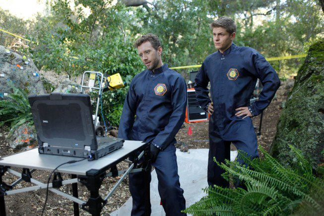 Image of TJ Thyne and Michael Grant Terry at a crime scene in the Bones episode The Memories in the Shallow Grave