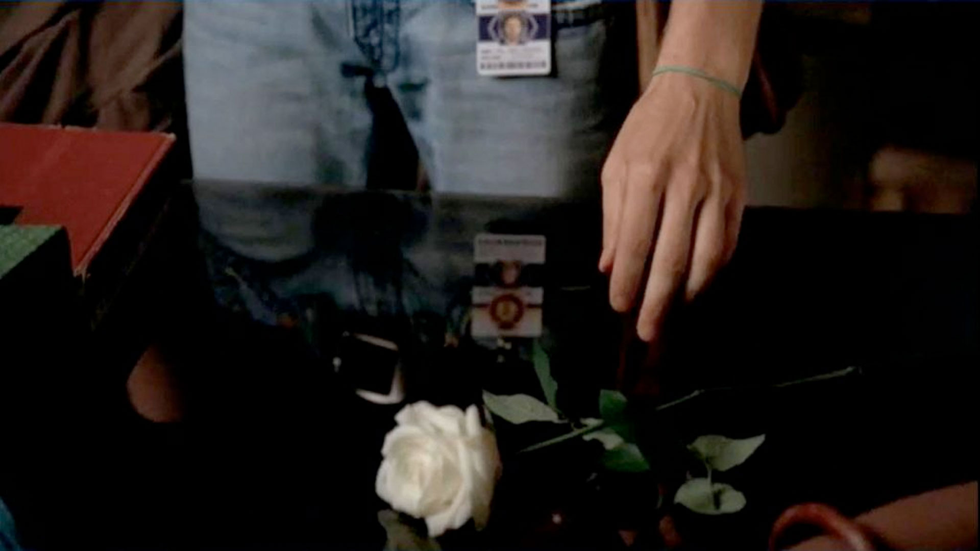 TJ Thyne in Bones episode 2x03 The Boy in the Shroud, as character Jack Hodgins with a white rose