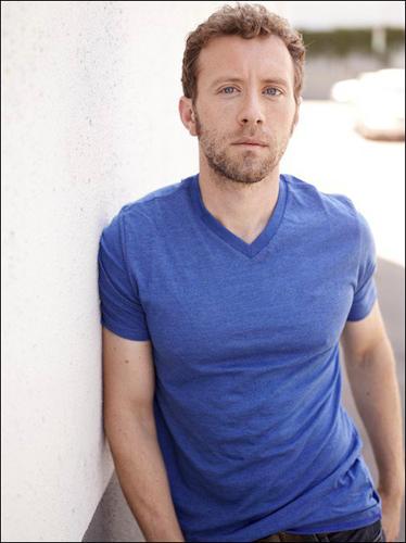 TJ-Thyne-Blue-t-shirt-leaning-wall-photo5
