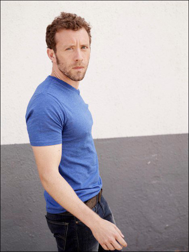 TJ-Thyne-Blue-t-shirt-walking-photo2