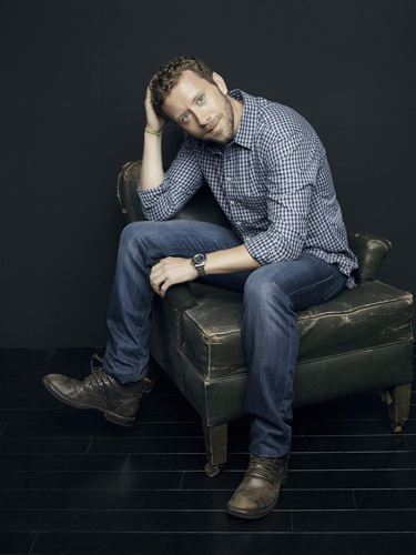 TJ-Thyne-Bones-Promo-shoot-2013-seated-full