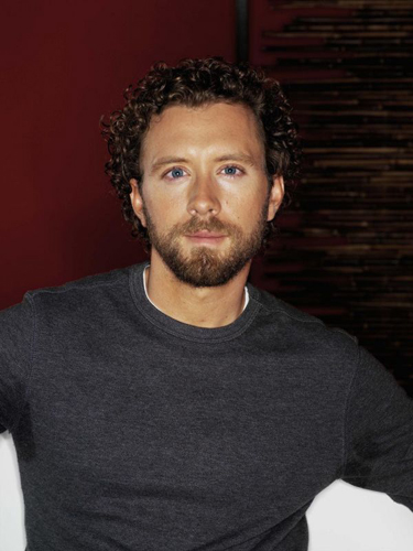 TJ-Thyne-Grey-Sweater-Red-background-mondo1
