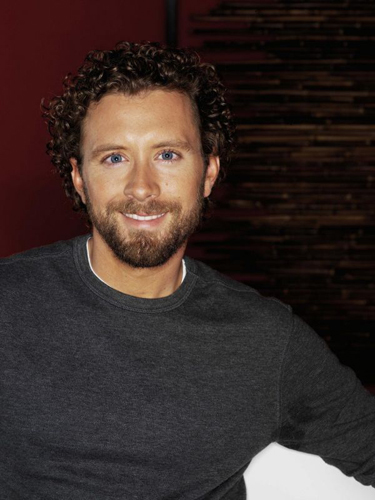 TJ-Thyne-Grey-Sweater-Red-background-mondo10