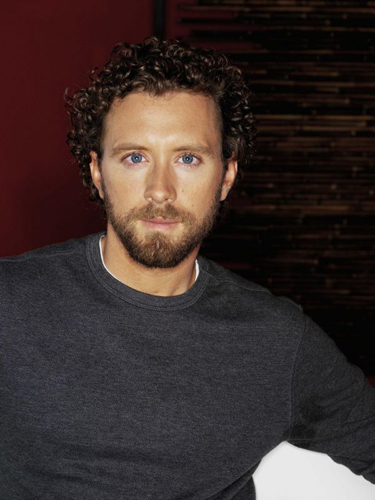 TJ-Thyne-Grey-Sweater-Red-background-mondo2