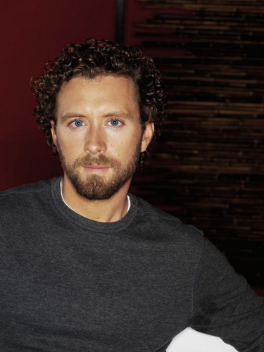 TJ-Thyne-Grey-Sweater-Red-background-mondo7