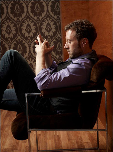 TJ-Thyne-purple-shirt-grey-suit-seated-hands-photo14