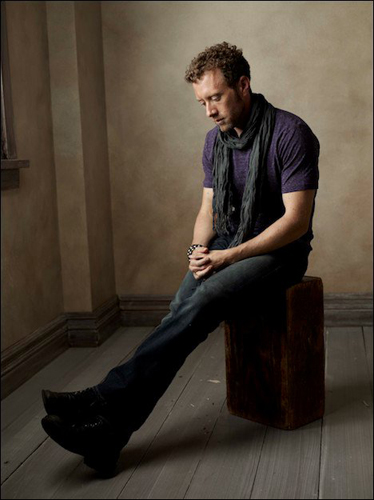 TJ-Thyne-purple-t-shirt-scarf-seated-photo23